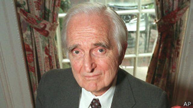 Muere Doug Engelbart, inventor del ratón de computadora