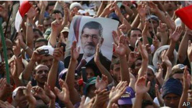 Egipto ordena congelar bienes de líderes de la Hermandad Musulmana
