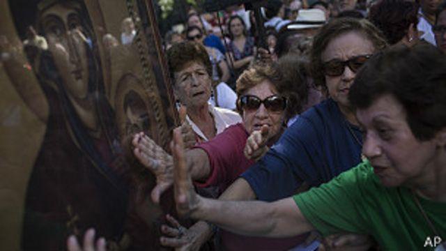 Disminuye el número de católicos en Brasil, según encuesta
