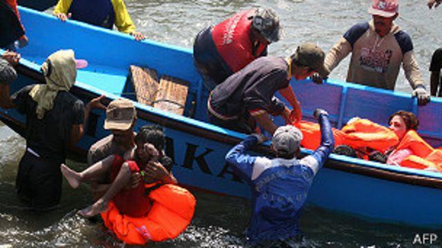 Australia comienza a aplicar dura política para los solicitantes de asilo