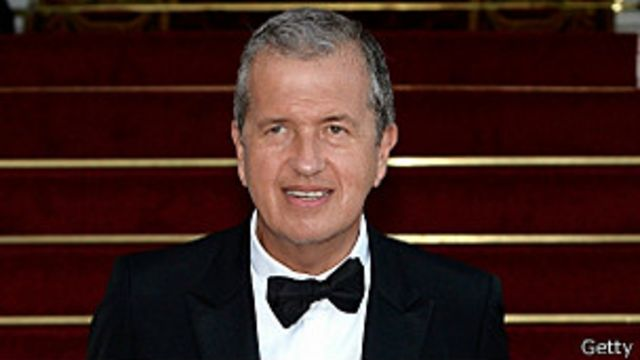 Fotógrafo peruano Mario Testino es condecorado por la reina Isabel II