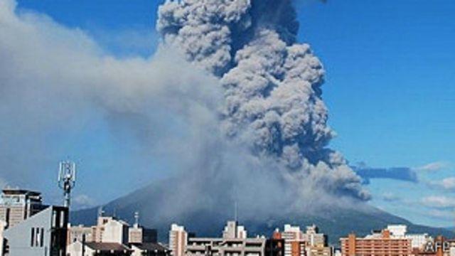 Un volcán hace erupción en el suroeste de Japón