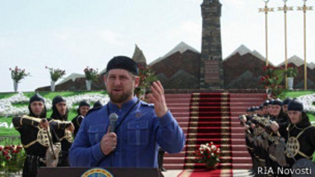 Кадыров открыл памятник воевавшим с Россией чеченкам