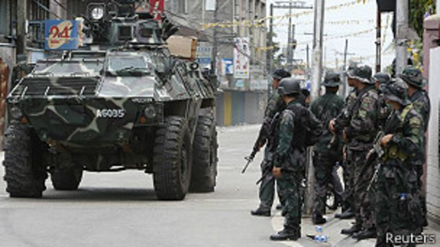 Filipinas: enfrentamientos provocan crisis humanitaria