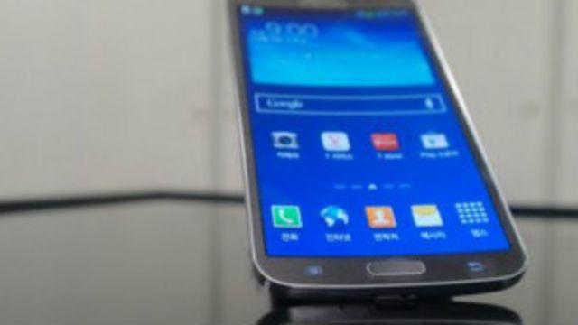 سامسونغ تطرح هاتفا ذكيا بشاشة مقعرة