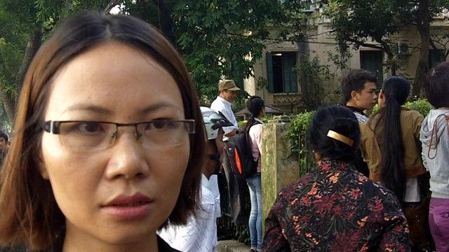 Giáo viên Trịnh Thị Nghìn đi viếng tướng Giáp