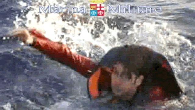 أحد الناجين من حادث غرق القارب