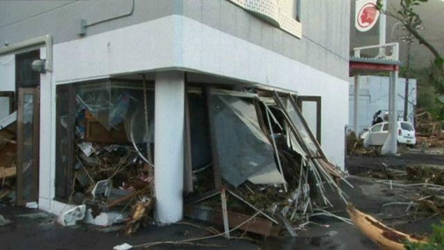 Здание, поврежденное тайфуном