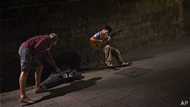 Madrid examina a sus músicos callejeros para darles licencia para tocar