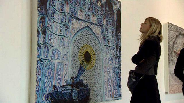 معرض لأعمال الفنان السعودي عبد الناصر غارم