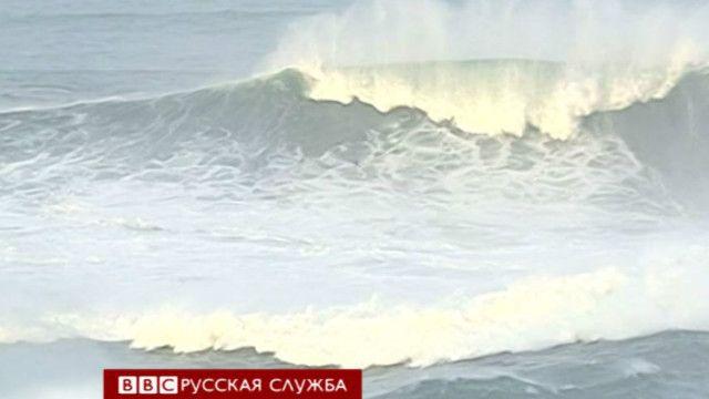 Гигантская волна у берегов Португалии