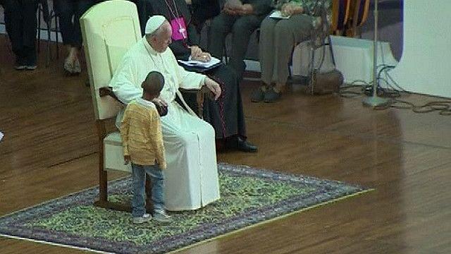 Папа Римський і хлопчик