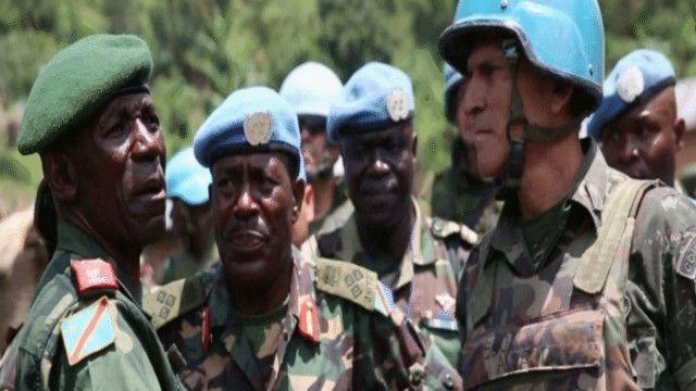 جنود من الجيش الحكومي في كونغو رفقة مراقبين أمميين