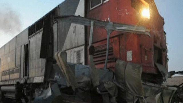 القطار اصطدم بحافلة ركاب وشاحنة