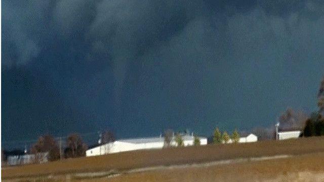 صورة للإعصار في ولاية إنديانا الأمريكية