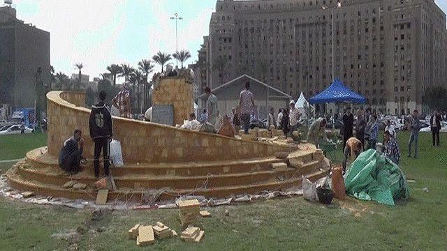 قاعدة النصب التذكاري في ميدان التحرير بالقاهرة