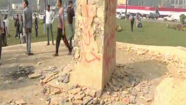 النصب التذكاري تم تخريبه بعد وقت قصير من تدشينه