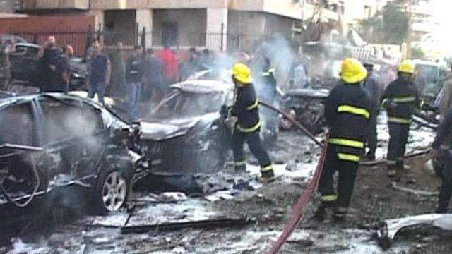 آثار التفجيرين اللذان استهدفا السفارة الإيرانية في بيروت