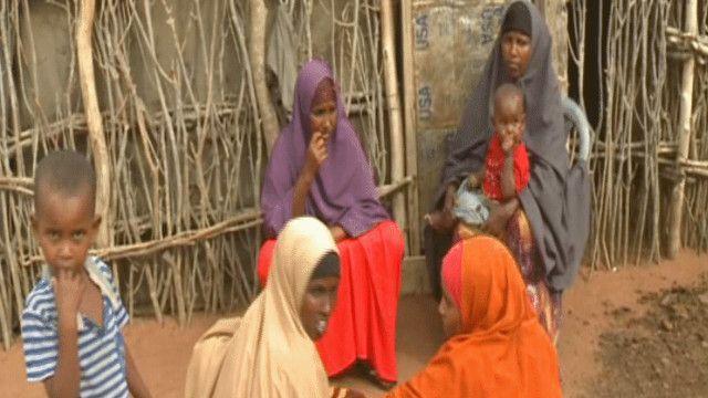 صوماليون في مخيم داداب بكينيا