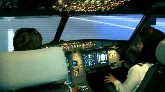 طيارة من الخليج في رحلة تدريب