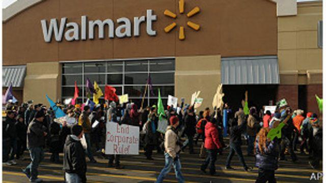 Trabajadores de Walmart aprovechan el viernes negro para protestar