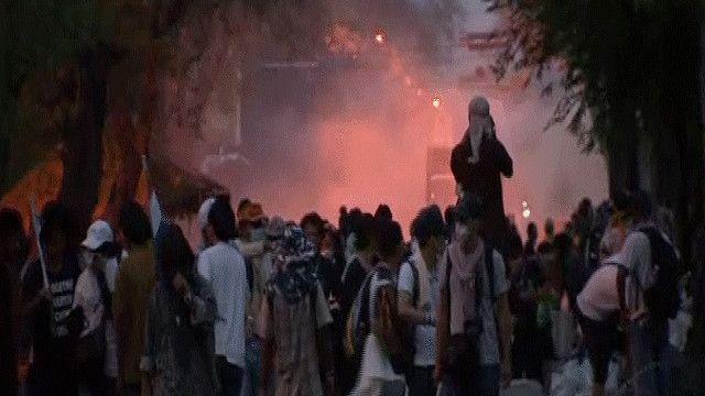 المحتجون يواصلون التظاهر لإسقاط الحكومة