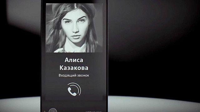 O smartphone de tela dupla da Yota (BBC)