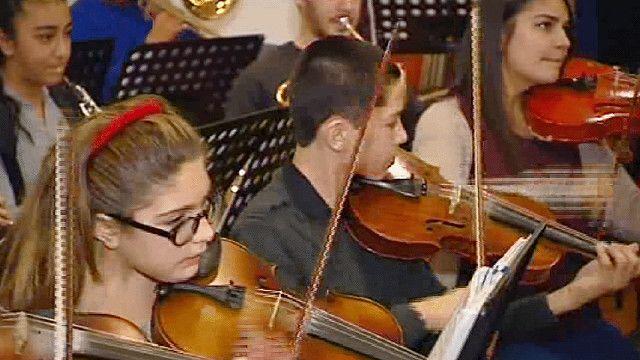 طلاب معهد خيري للموسيقى في تركيا