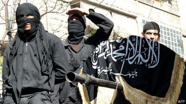 واشنطن ولندن تعلقان مساعداتهما العسكرية للمعارضة السورية