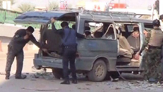 اثار التفجير على احدى السيارات في بغداد