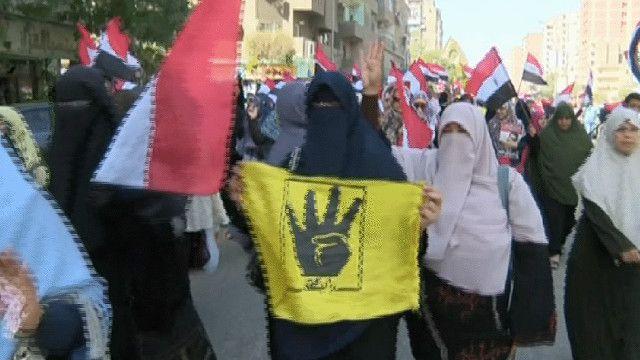 نساء من مؤيدي الاخوان المسلمين في مصر