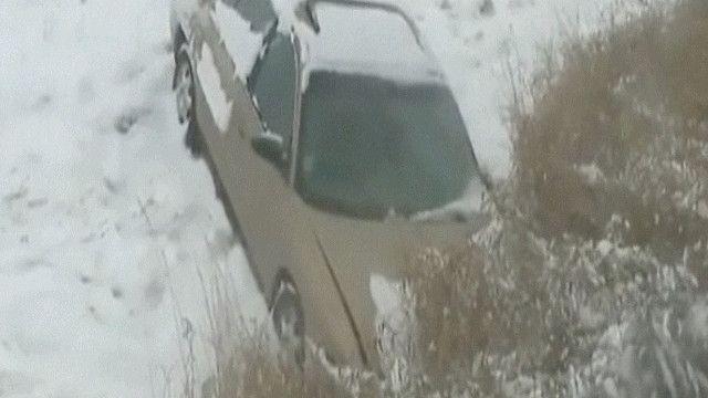 انحراف سيارة بسبب الثلوج