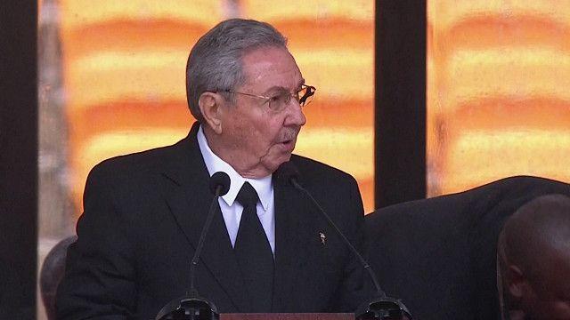 Raúl Castro habla en el homenaje a Nelson Mandela