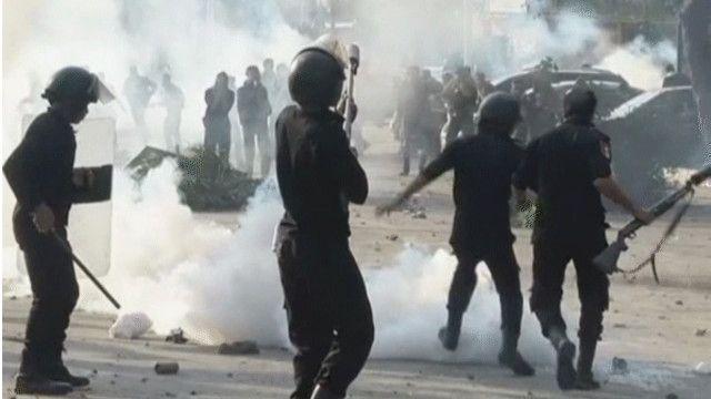 الاشتباكات تجددت في جامعتي القاهرة والأزهر