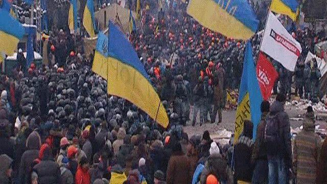 المتظاهرون يرفضون مغادرة وسط العاصمة كييف