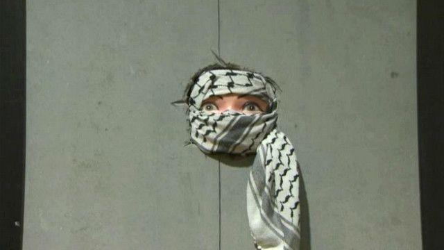مخلفات المواجهات مع القوات الإسرائيلية في معرض برام الله