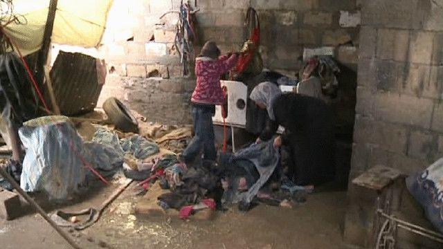 اثار هطول الأمطار على أحد البيوت في غزة
