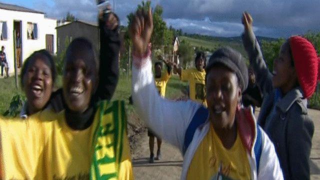 أعضاء في المؤتمر الوطني الأفريقي يشيدون بمانديلا