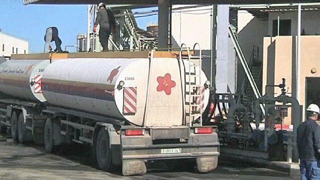 شاحنة تنقل النفط إلى قطاع غزة