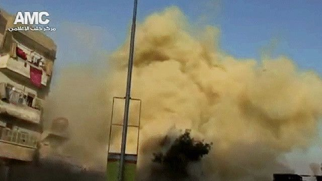 دخان يتصاعد جراء القصف في حلب
