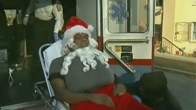 Papai Noel leva tiros de pistola de ar comprimido   Crédito: BBC