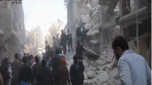 مبنى مدمر بفعل القصف الجوي