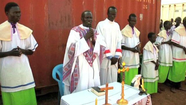 نازحون في جنوب السودان يحتفلون بعيد الميلاد