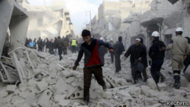 Siria: decenas mueren en ataque aéreo contra un mercado
