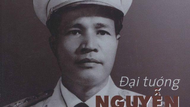Bìa sách về Đại tướng Nguyễn Chí Thanh