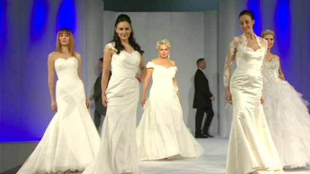 عارضات أزياء لفساتين الزفاف
