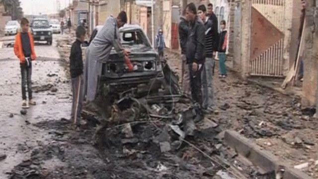 بقايا سيارة مفخخة بالعراق