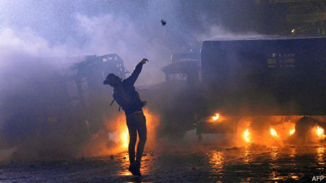 Украинские СМИ - о конце мирного протеста