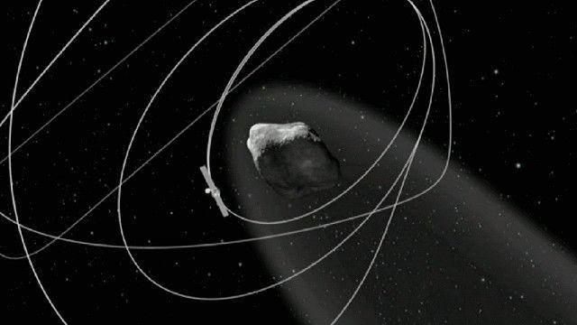 مركبة الفضاء روزيتا تدور حول مذنب