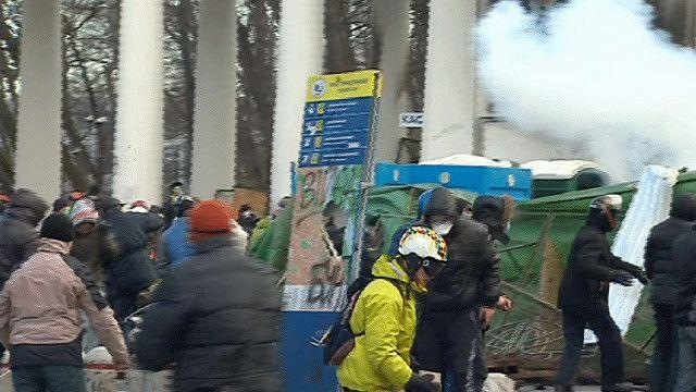 لاشتباكات بين الشرطة والمحتجين